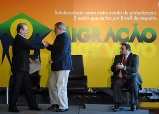 Brazilian Government announces amnesty to irregular immigrants on 7/2/09 (photo: Isaac Amorim)